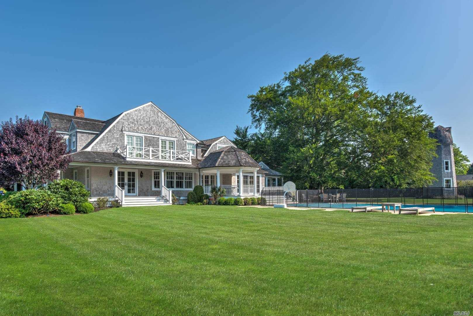 Residential For Rent in 32 Beach Lane, Westhampton Bch, NY ,11978