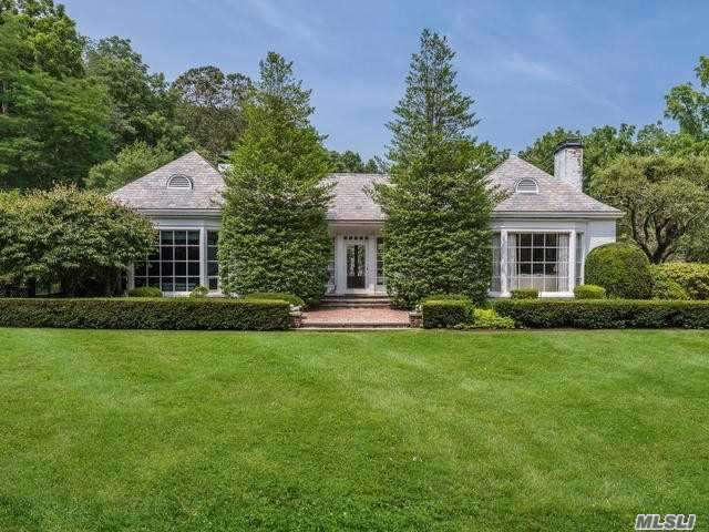 Residential For Sale in 1 Thorne Ln, Locust Valley, NY ,11560