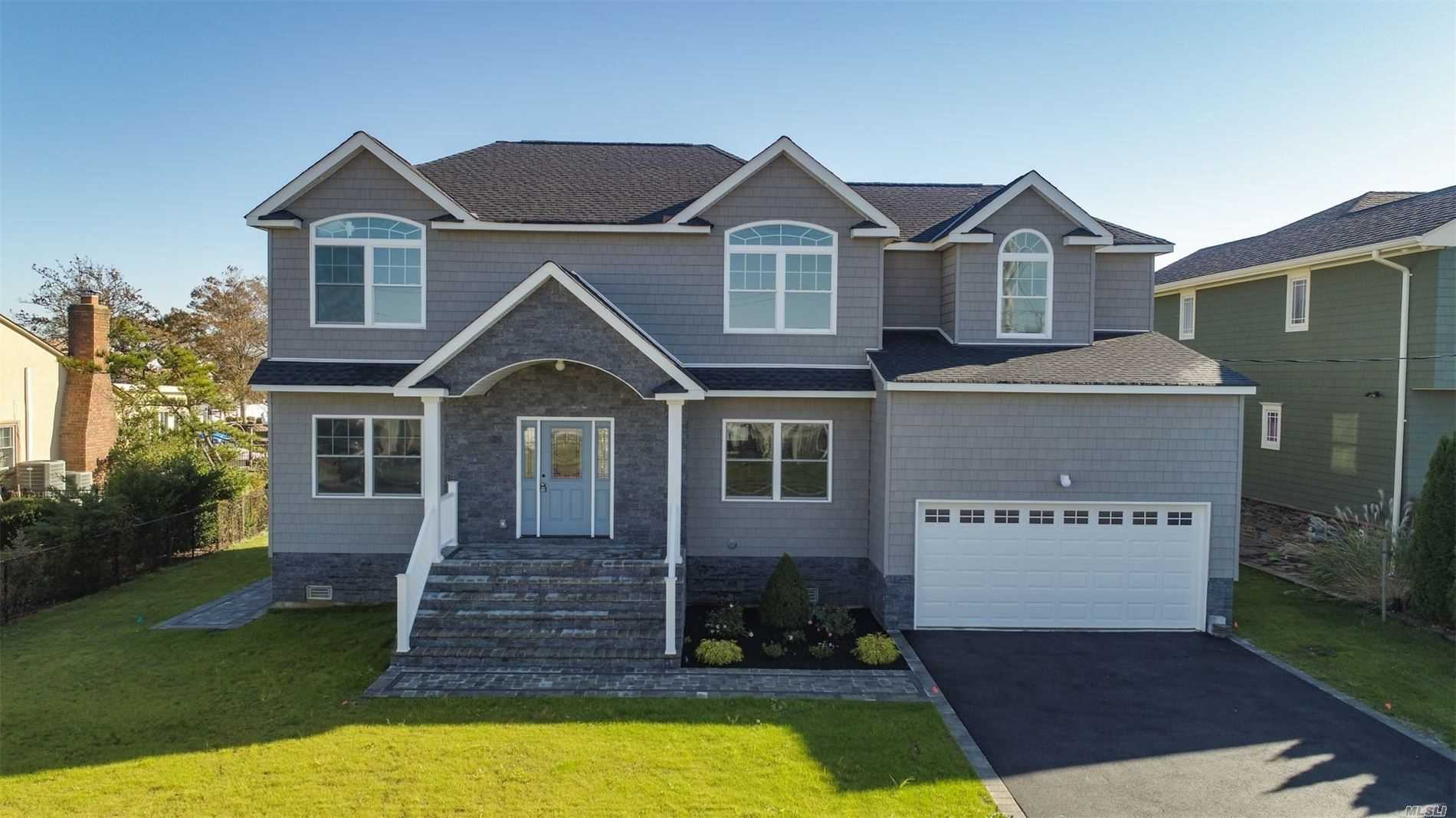 Residential For Sale in 86 Ripplewater Avenue, Massapequa, NY ,11758