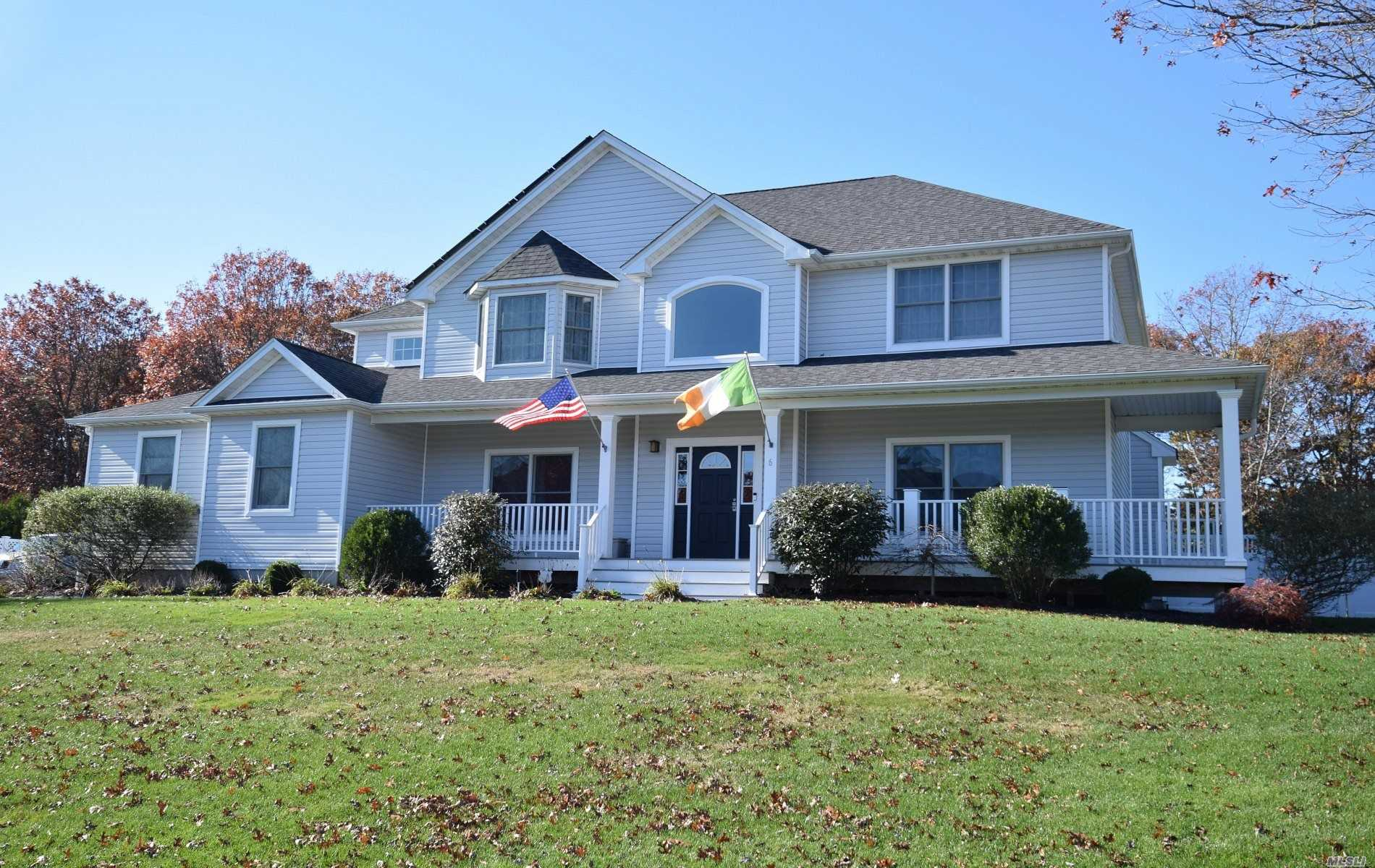 Residential For Sale in 6 Boisenberry Ln, Center Moriches, NY ,11934