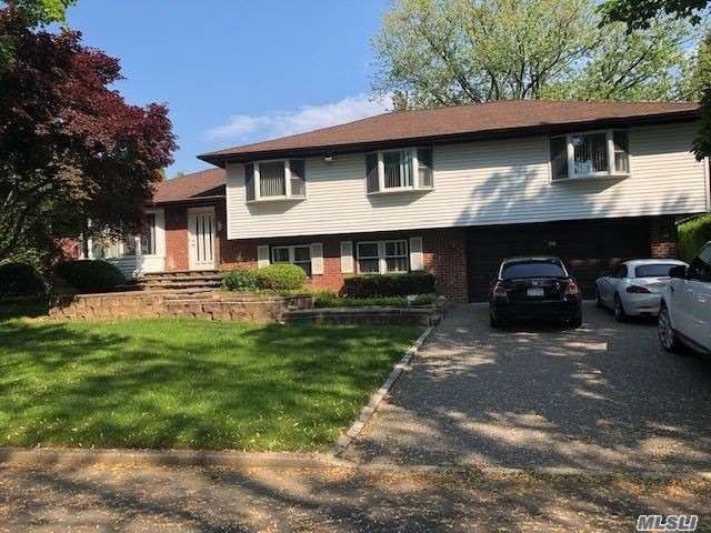 Residential For Sale in 17 Milford Ln, Melville, NY ,11747