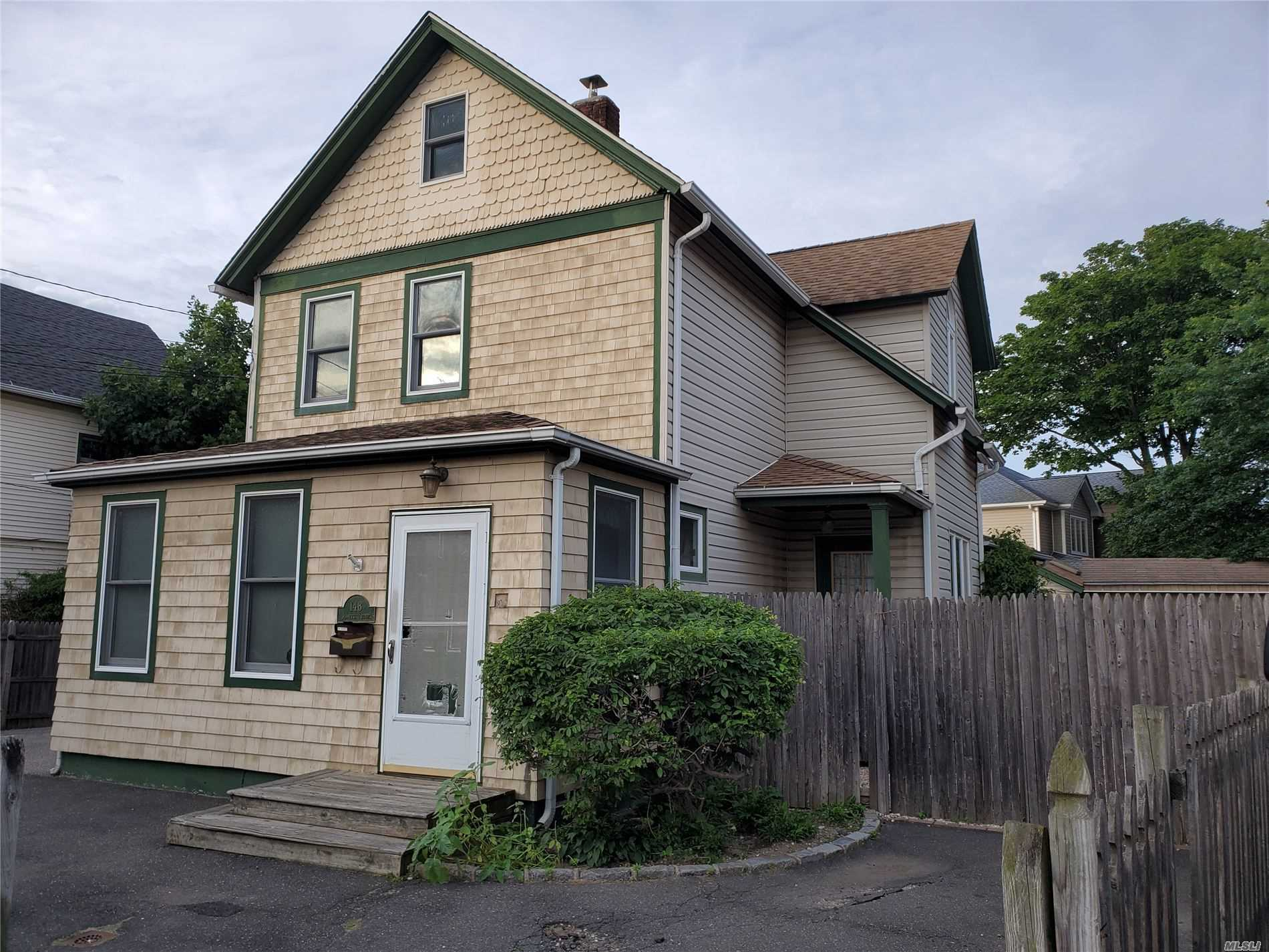 Residential For Sale in 148 Jeanette Ave, Inwood, NY ,11096