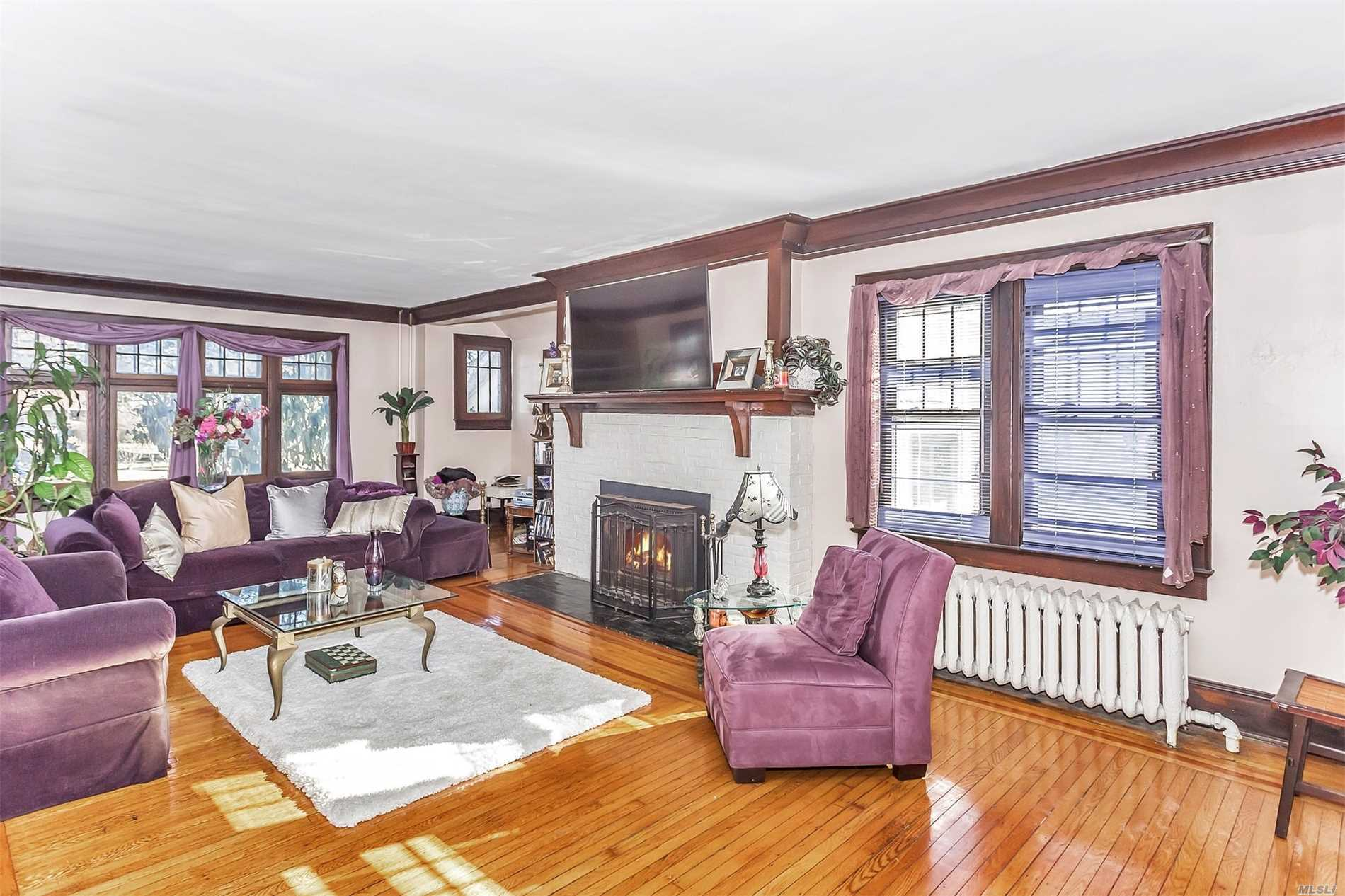Residential For Sale in 212 Bayview S Ave, Freeport, NY ,11520