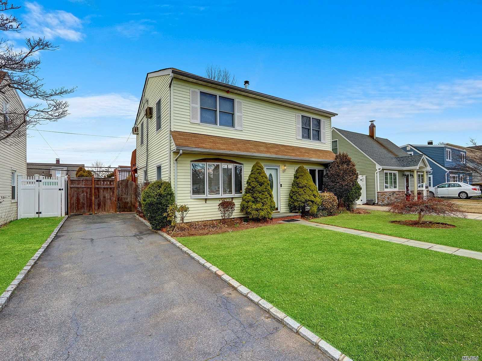 Residential For Sale in 2449 Hull Avenue, N. Bellmore, NY ,11710