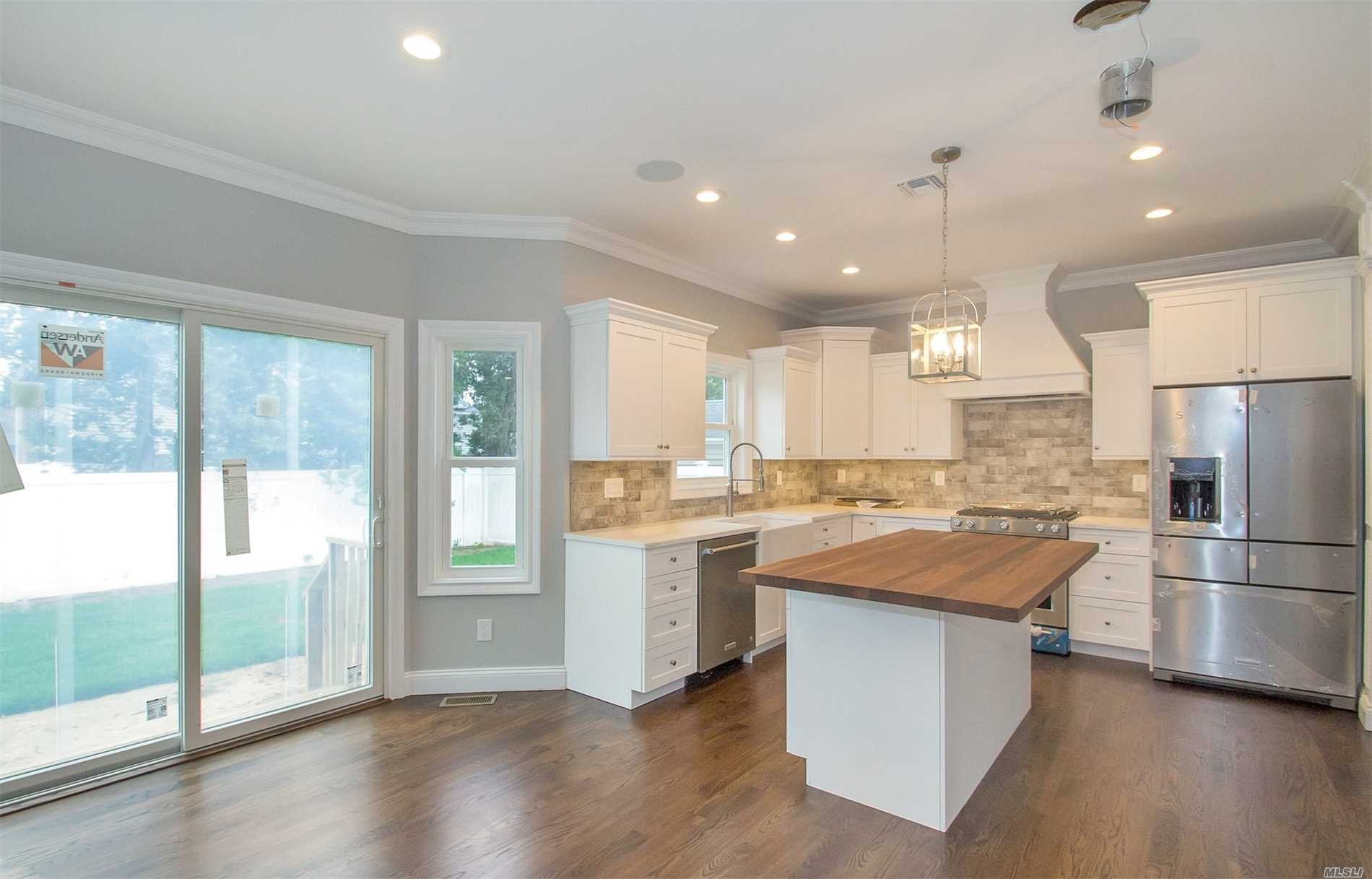Residential For Sale in 3315 Seneca Pl, Wantagh, NY ,11793