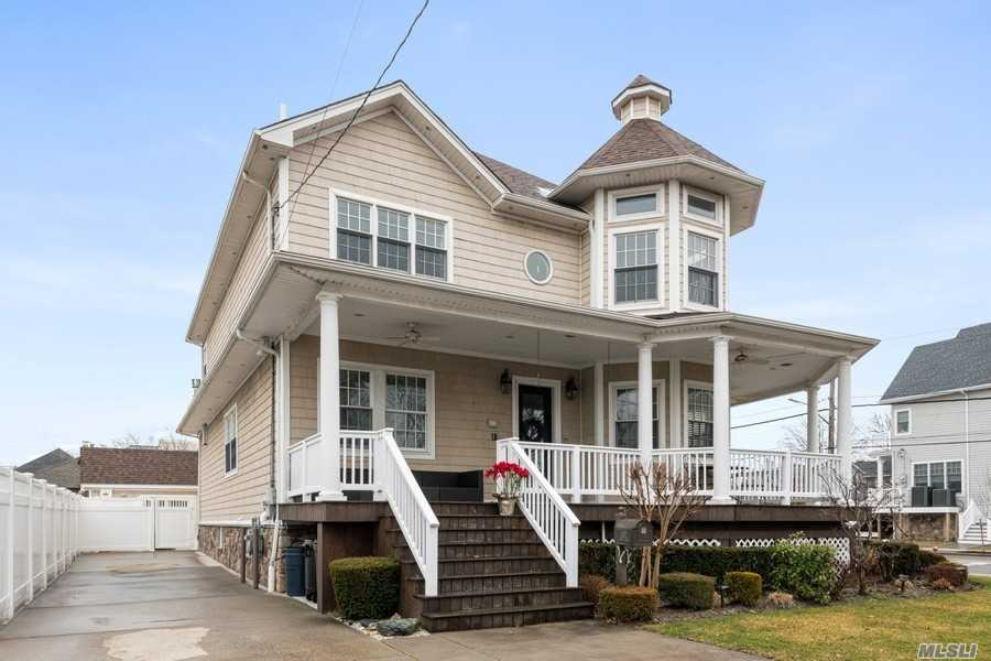 Residential For Sale in 302 Beach 149th Street, Neponsit, NY ,11694