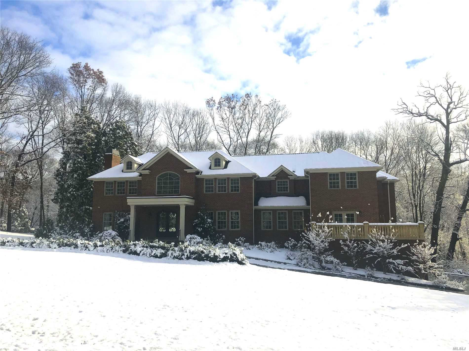 Residential For Sale in 677 Linda Ct, Upper Brookville, NY ,11771