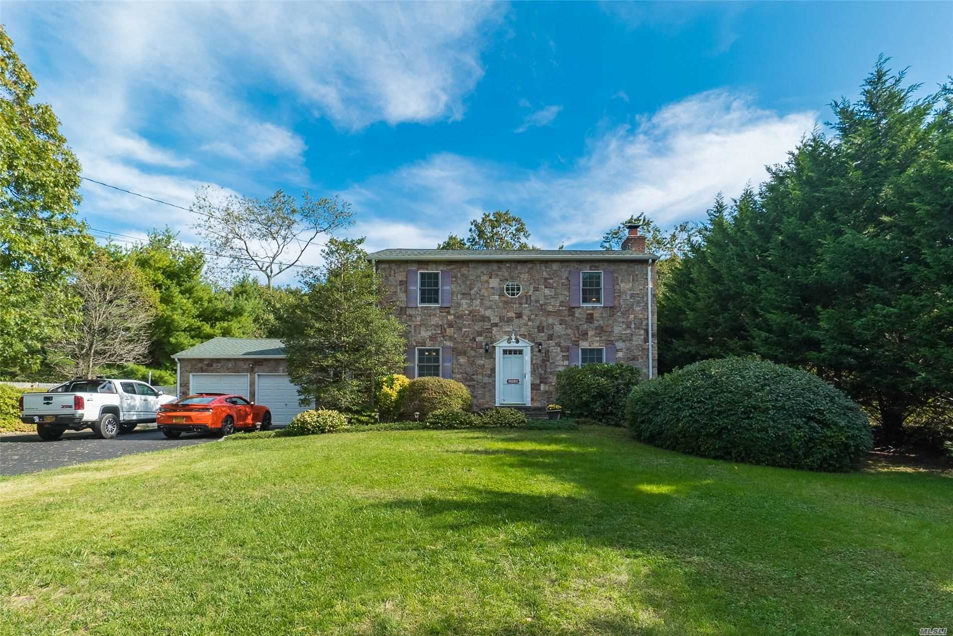 Residential For Sale in 211 Pond Rd, Bohemia, NY ,11716