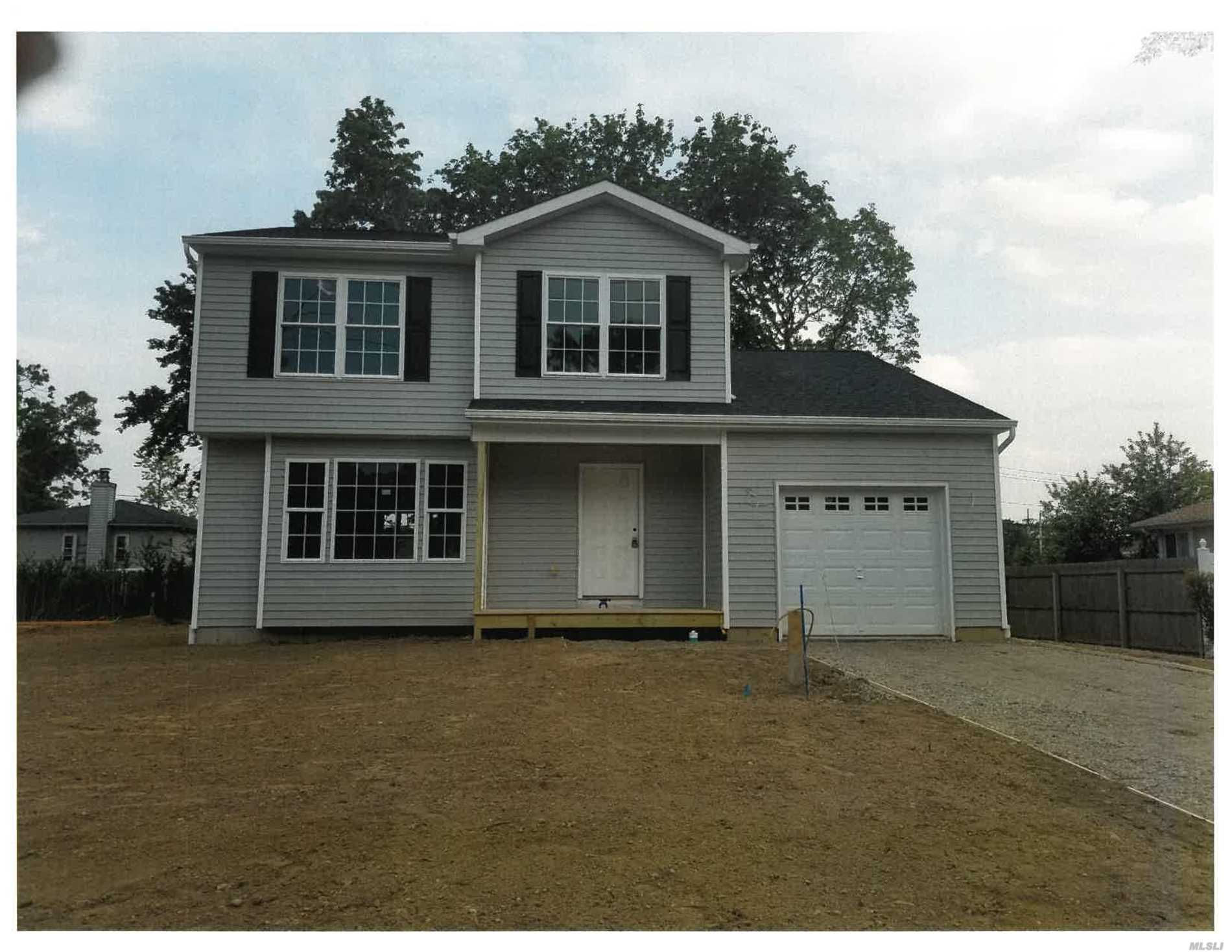 Residential For Sale in 34 Queen, Sound Beach, NY ,11789
