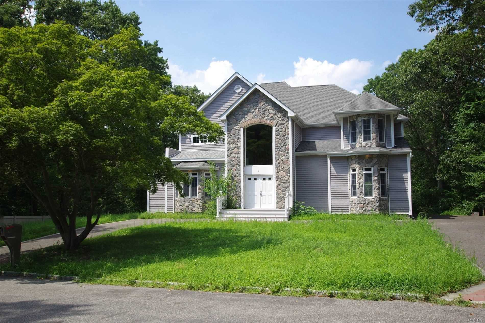 Residential For Sale in 3 Linden Ln, Farmingville, NY ,11738