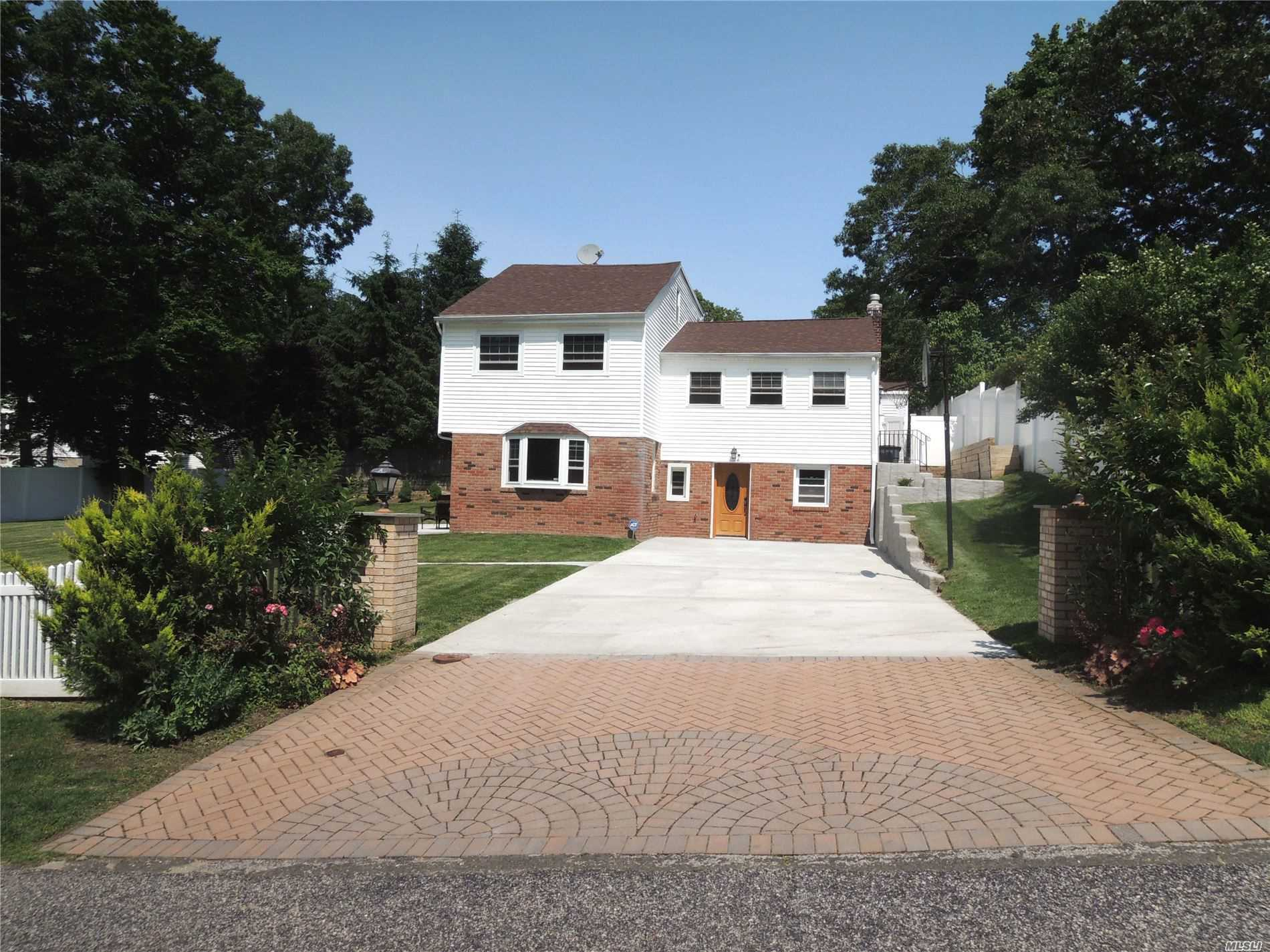 Residential For Sale in 41 Mitchell Dr, Sound Beach, NY ,11789