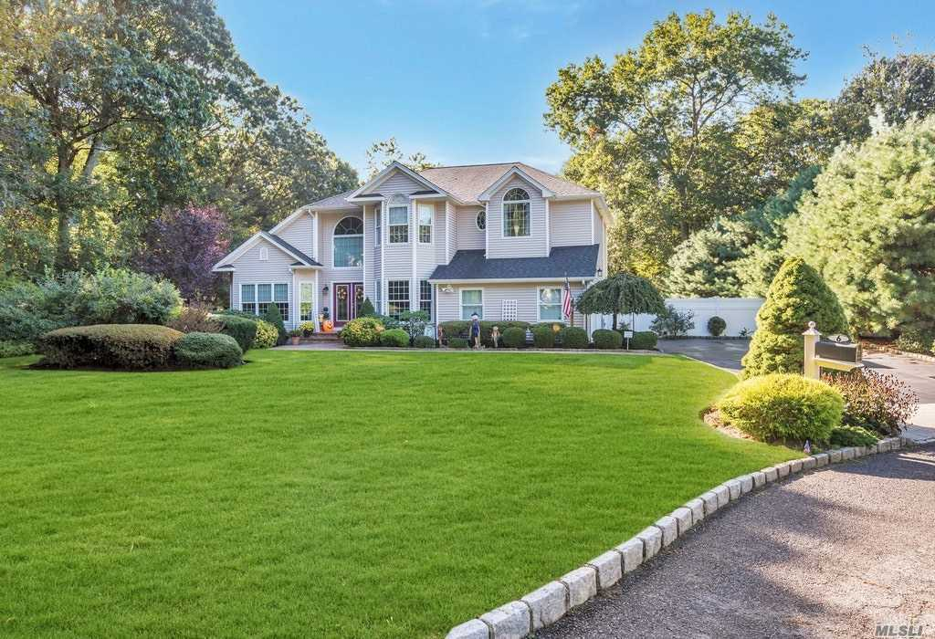 Residential For Sale in 6 Kara Ct, Centereach, NY ,11720