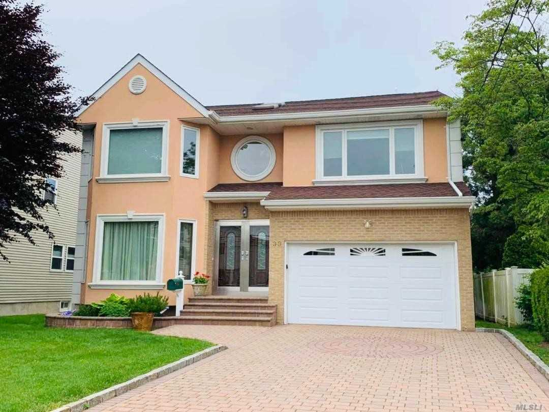 Residential For Sale in 33 7th St, Garden City Park, NY ,11040