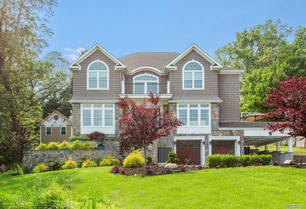 Residential For Sale in 4 Thornton Dr, Northport, NY ,11768