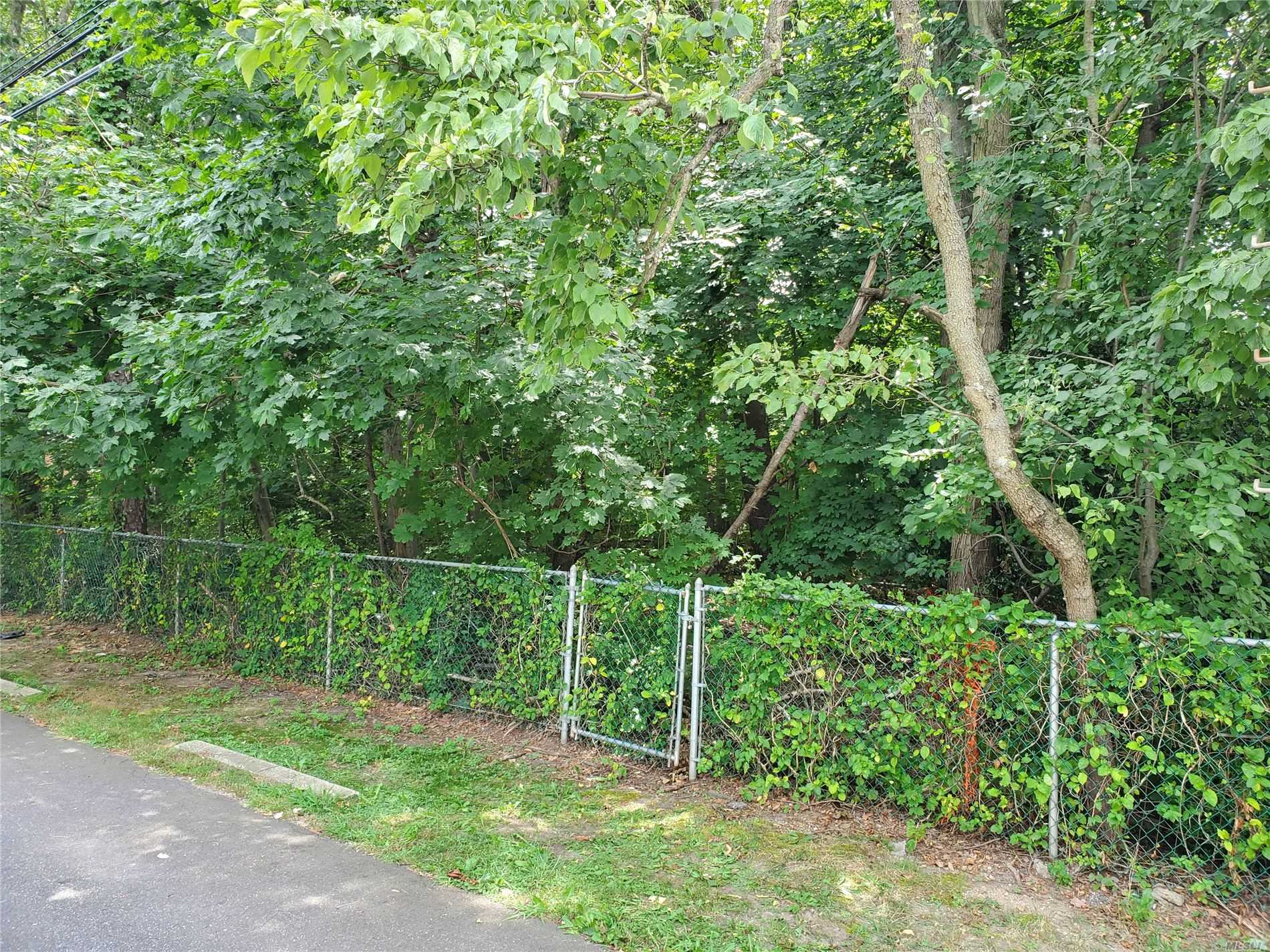 Land for sale in 186-188 Manhattan Ave, W. Babylon, NY ,11704