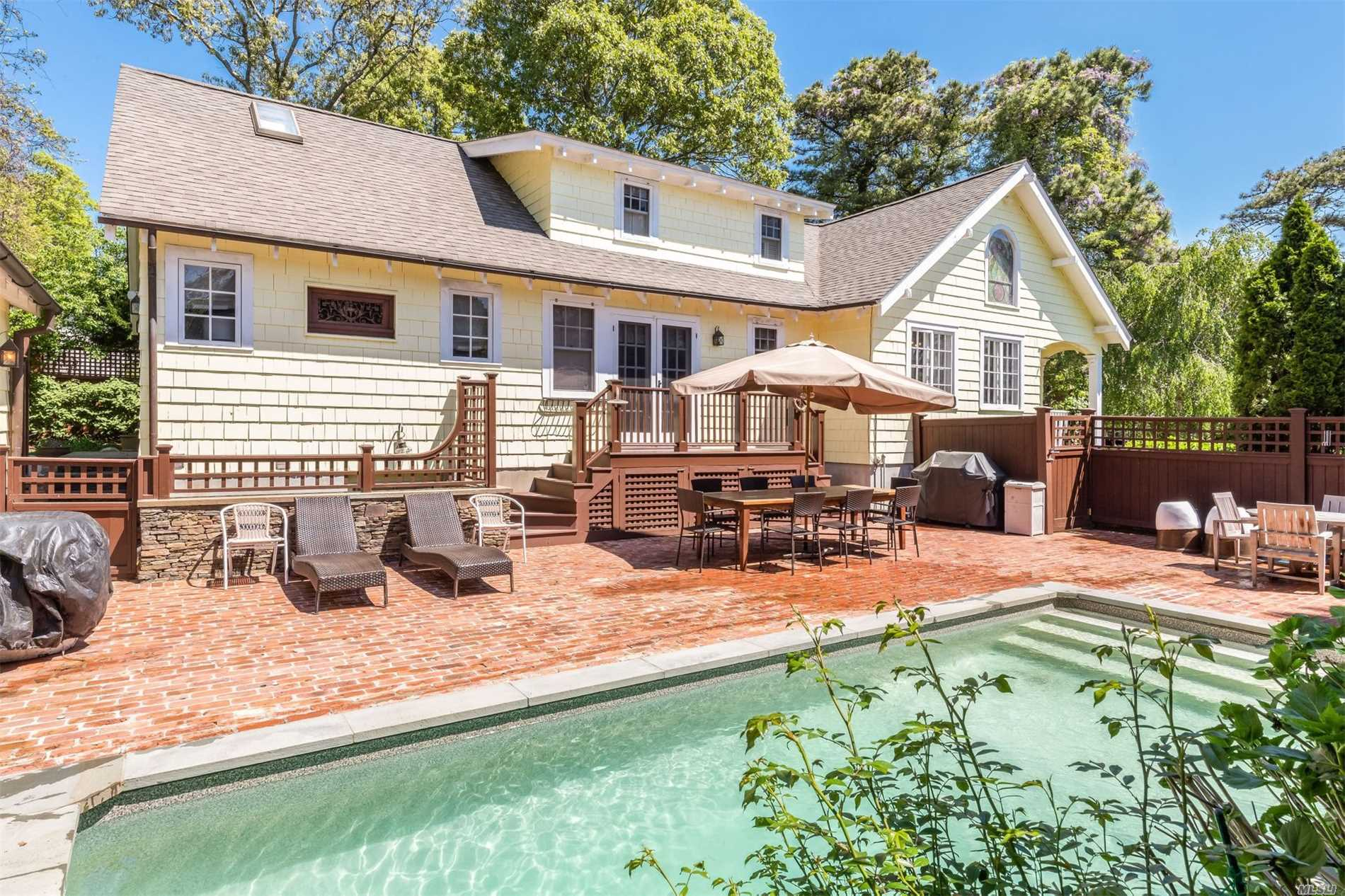 Residential For Sale in 7 Shinnecock Pl, Hampton Bays, NY ,11946