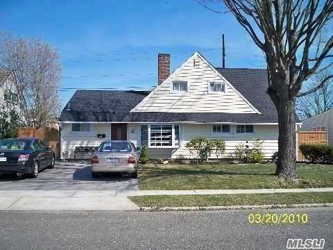 Residential For Sale in 27 Greenvale Ln, Levittown, NY ,11756