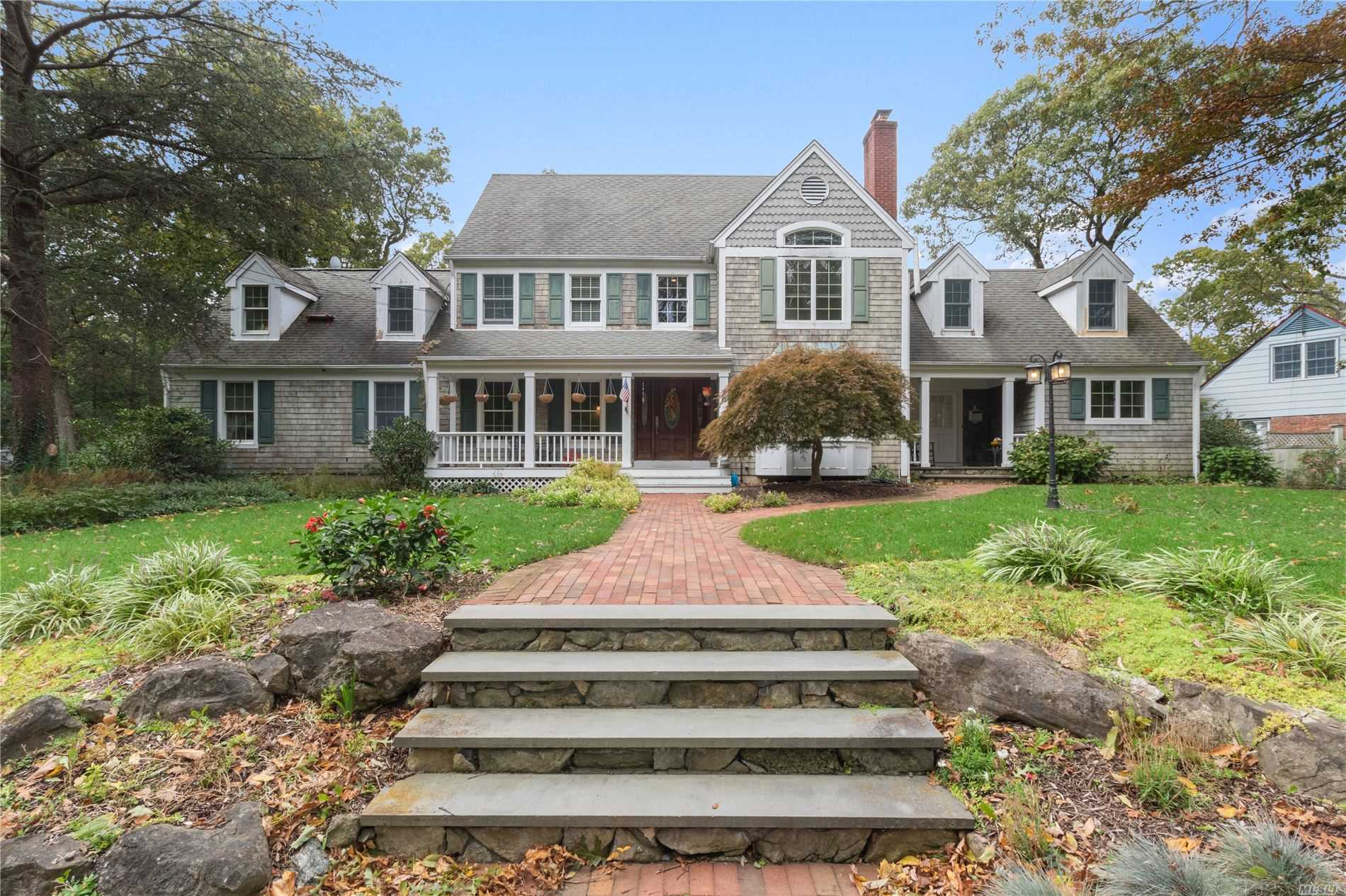 Residential For Sale in 3 Arosa Ct, Greenlawn, NY ,11740