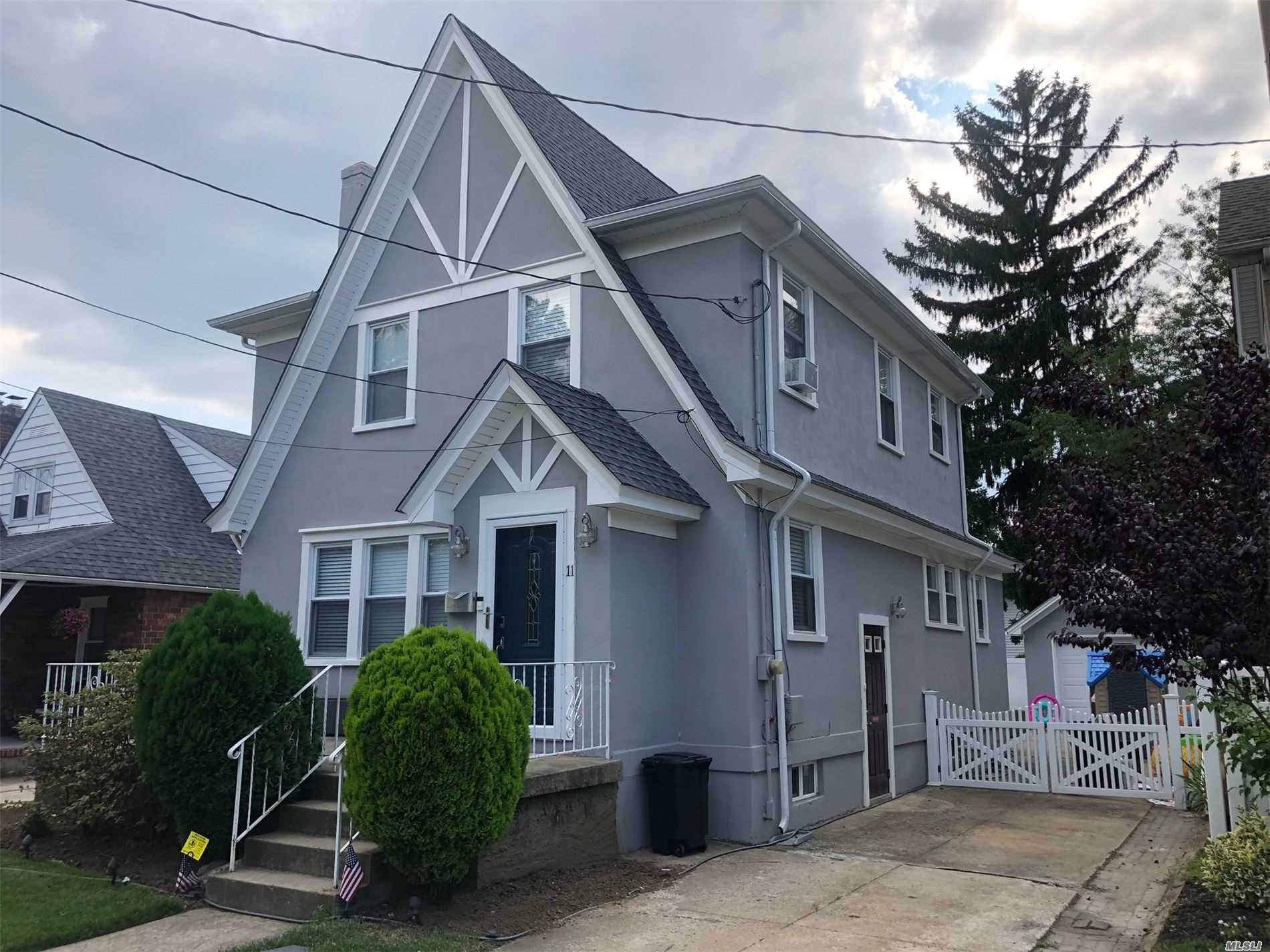 Residential For Sale in 11 Linmouth Rd, Malverne, NY ,11565