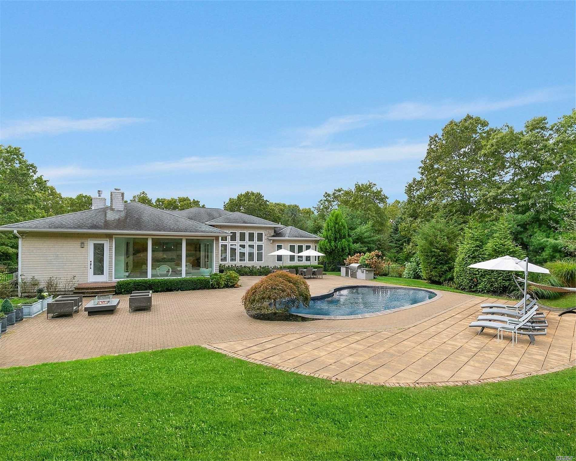Residential For Sale in 162 Chardonnay Dr, E. Quogue, NY ,11942