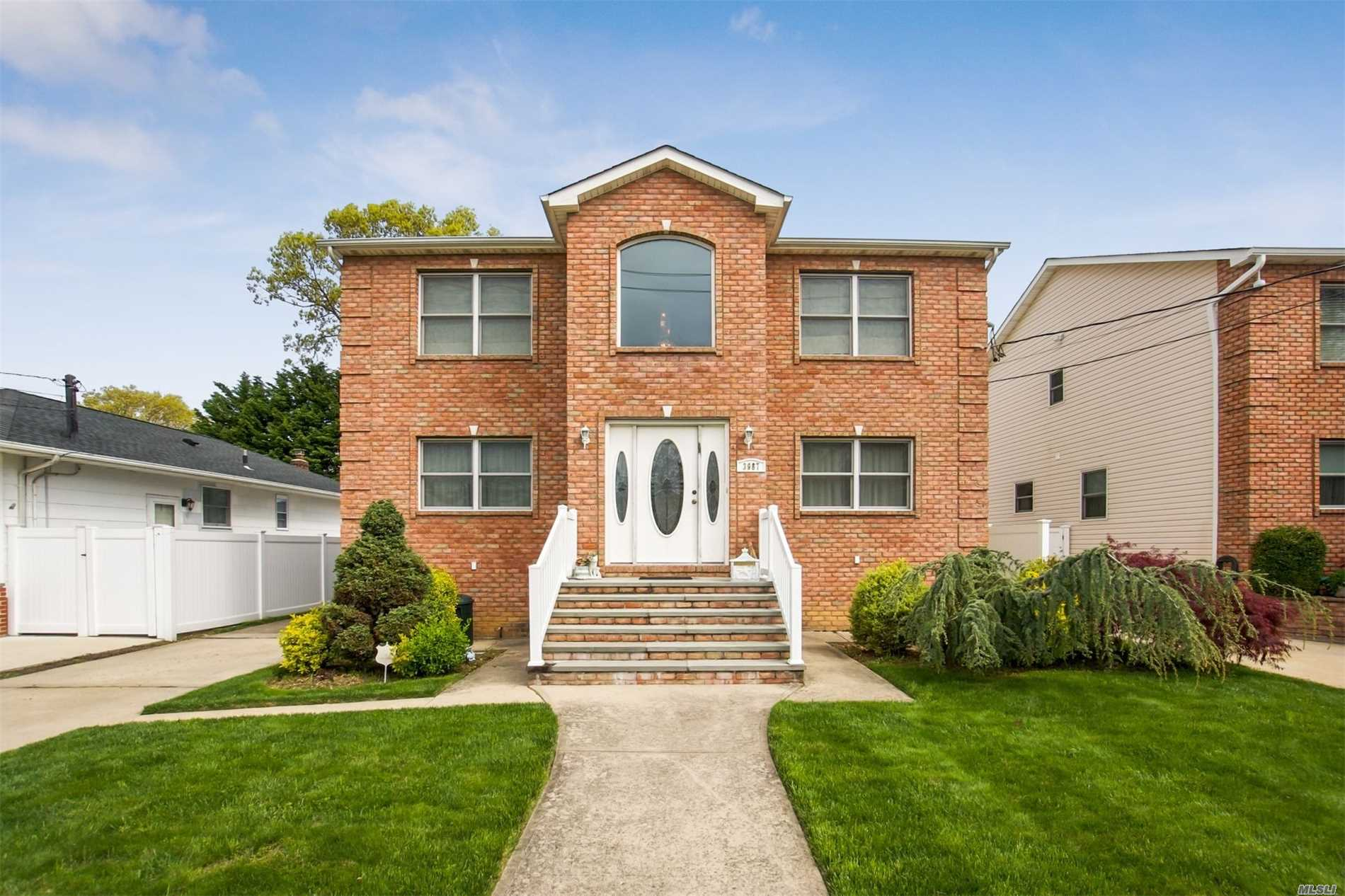 Residential For Sale in 3987 Clark St, Seaford, NY ,11783