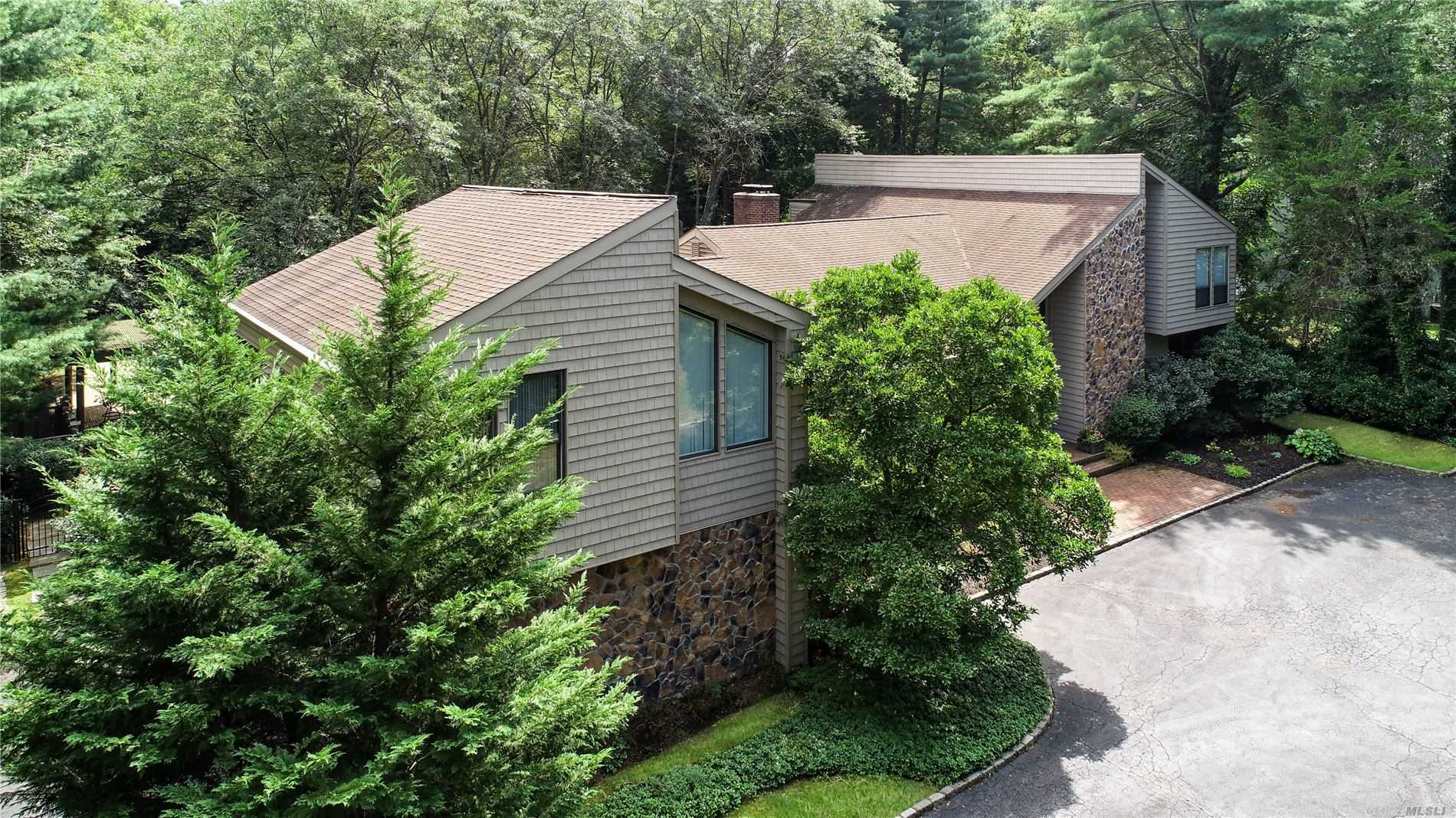 Residential For Sale in 55 Rodeo Dr, Syosset, NY ,11791