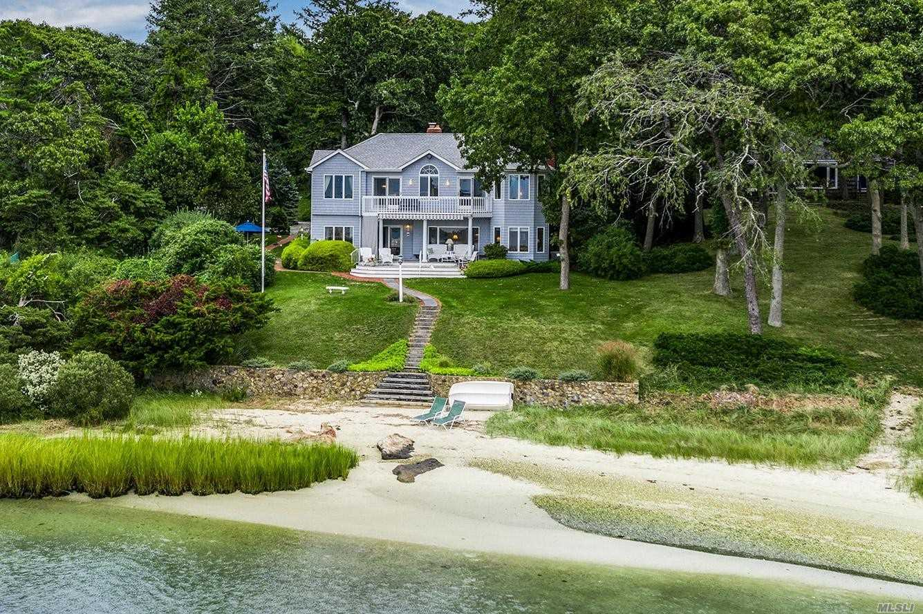 Residential For Sale in 2950 Vanston Road, Cutchogue, NY ,11935