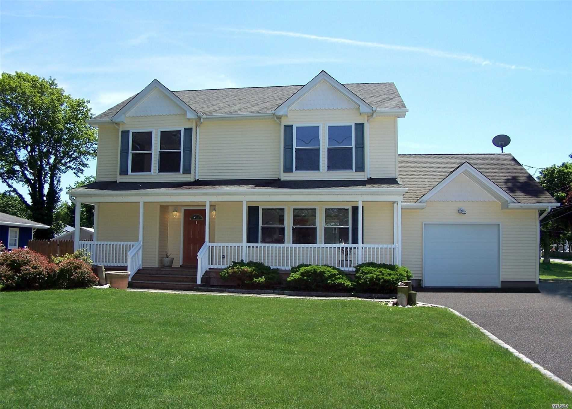 Residential For Sale in 14 Dogwood Rd, Mastic Beach, NY ,11951