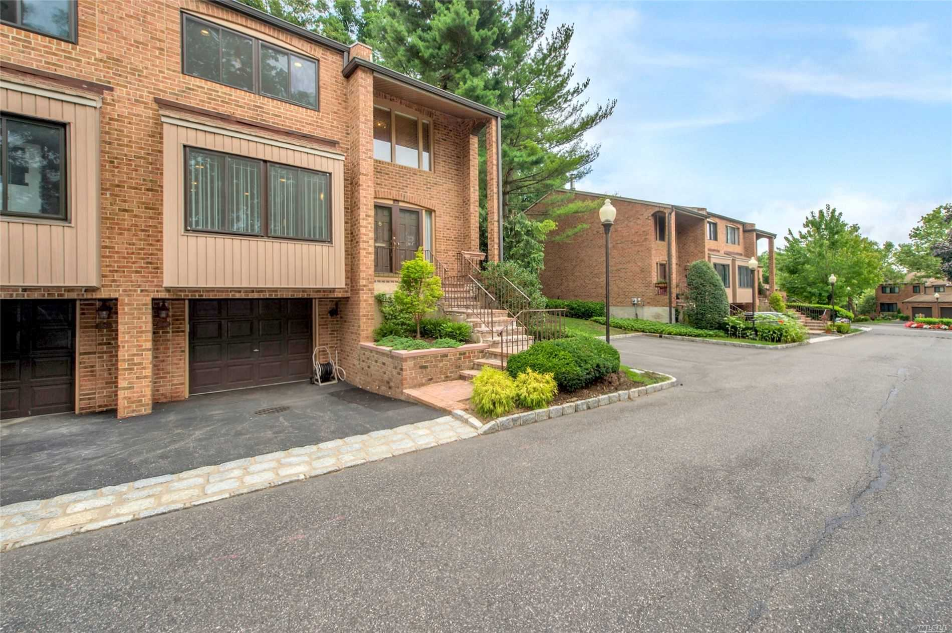 Condominium for sale in 60 Windsor Gate Dr, North Hills, NY ,11040