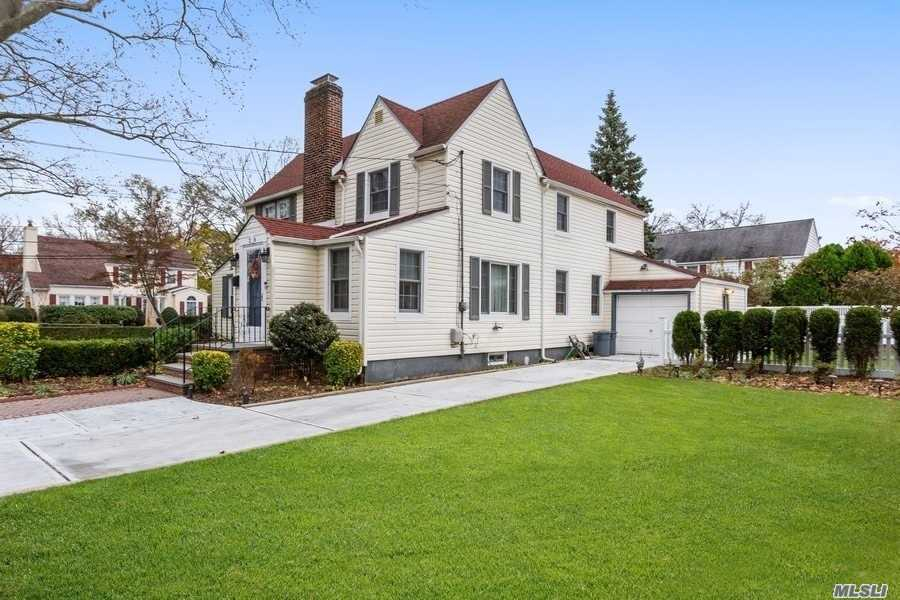 Residential For Sale in 26 Salisbury Ave, Stewart Manor, NY ,11530