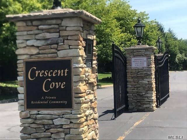 Residential For Sale in 14 Crescent Cove Dr, Seaford, NY ,11783