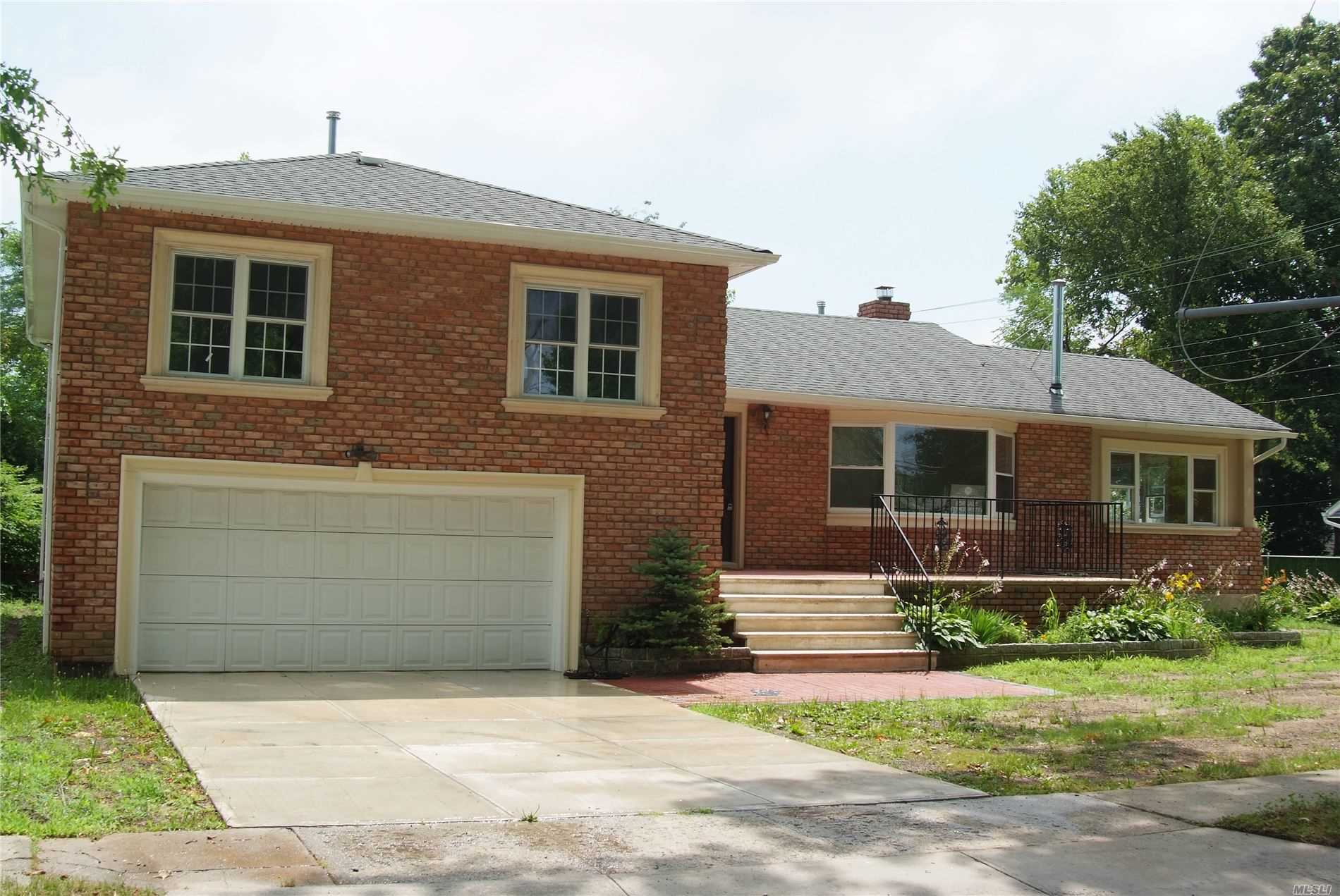 Residential For Sale in 627 Dogwood Ave, W. Hempstead, NY ,11552