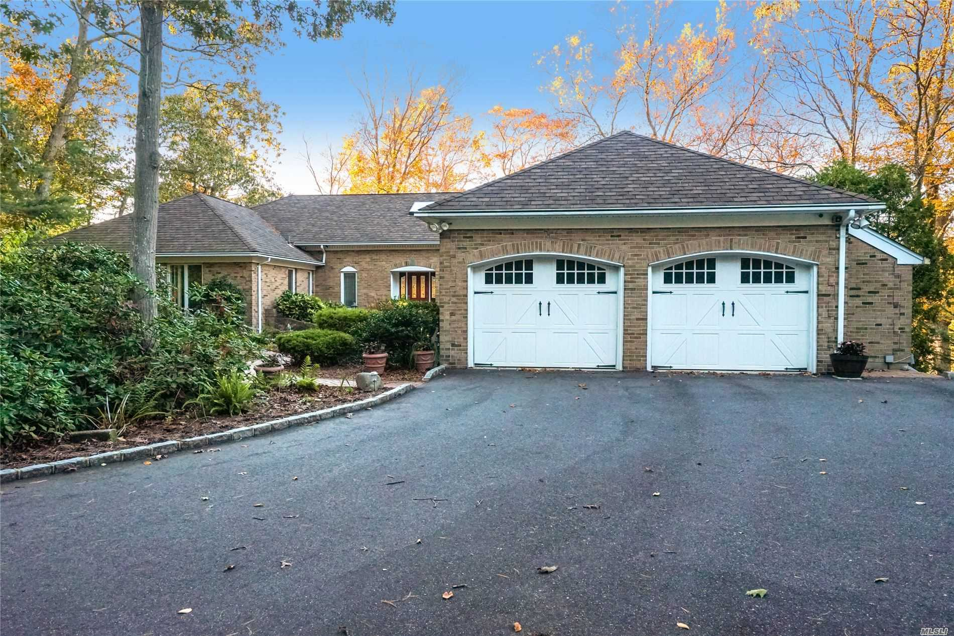 Residential For Sale in 3 Pond Path, Smithtown, NY ,11787