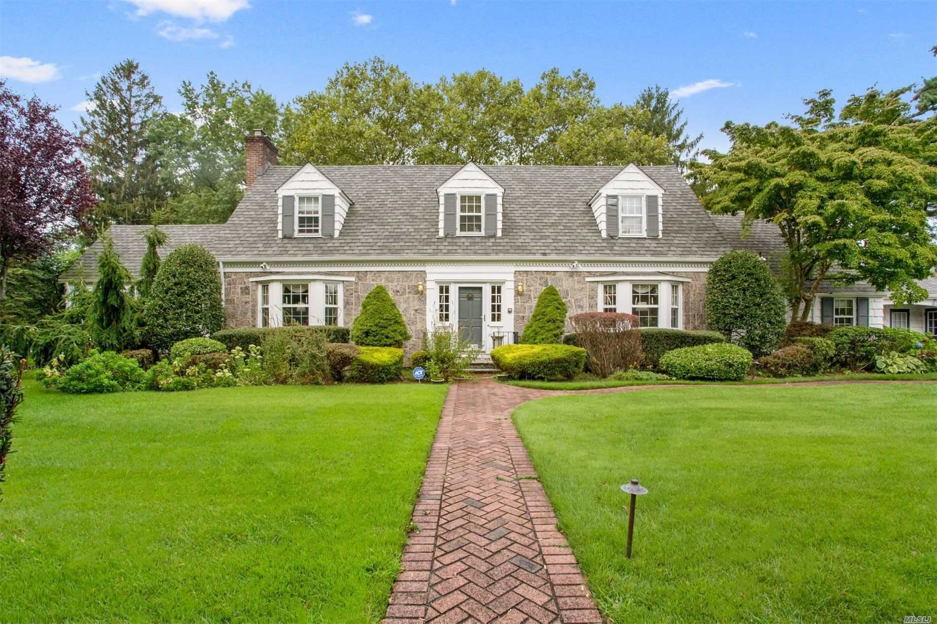 Residential For Sale in 26 Hilton Ave, Garden City, NY ,11530