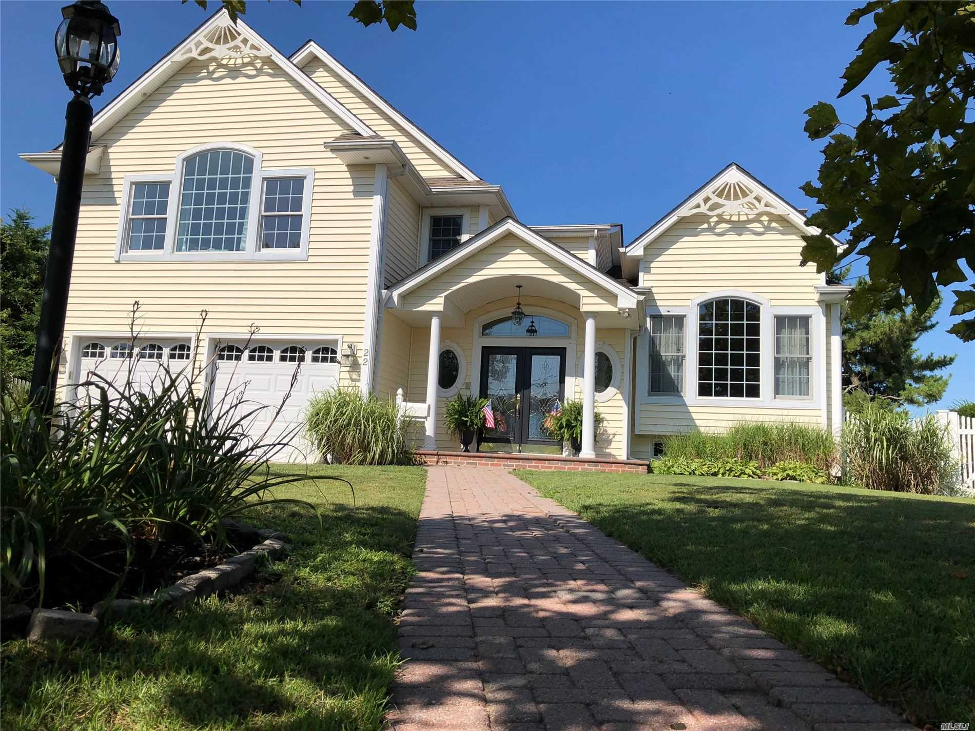 Residential For Sale in 22 Cedar Point Dr, West Islip, NY ,11795