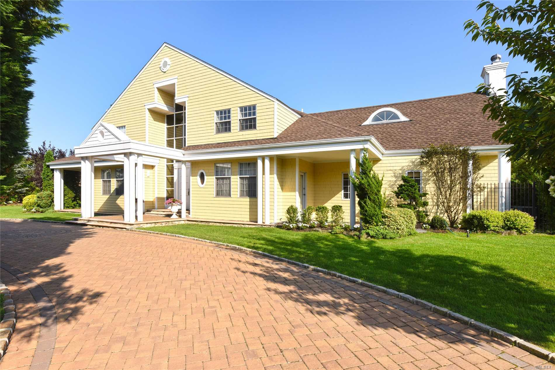 Residential For Sale in 70 Heron Dr, Hewlett Bay Park, NY ,11557