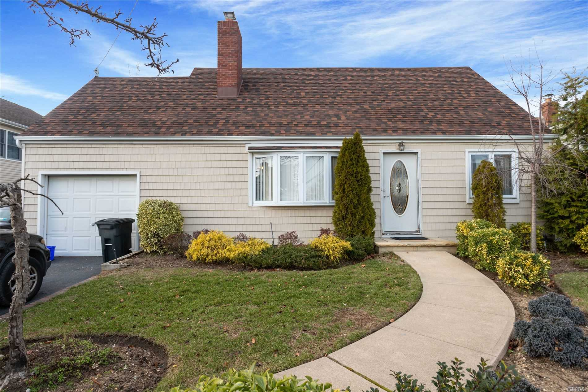 Residential For Sale in 1131 South Dr, Baldwin Harbor, NY ,11510