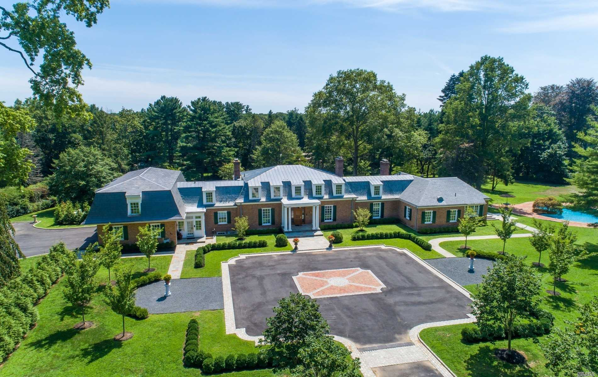 Residential For Sale in 28 Applegreen Drive, Old Westbury, NY ,11568