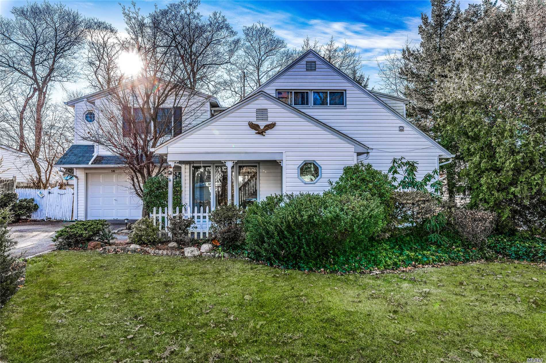 Residential For Sale in 14 Wakefield Ave, Port Washington, NY ,11050
