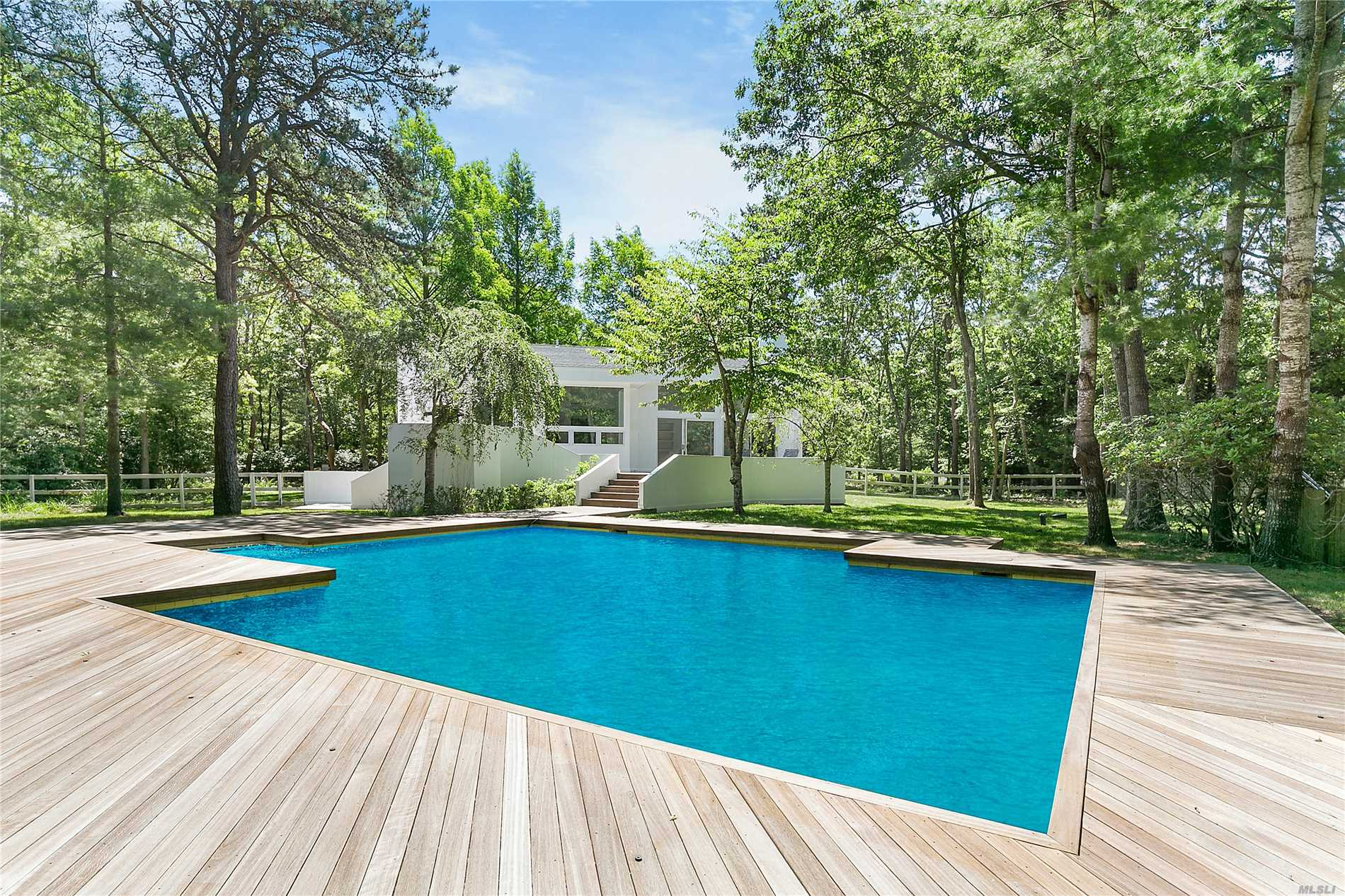 Residential For Sale in 14 Elisha's Path, Wainscott, NY ,11975