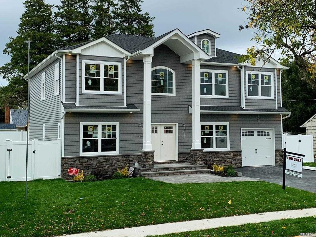 Residential For Sale in 51 Strong St, Hicksville, NY ,11801