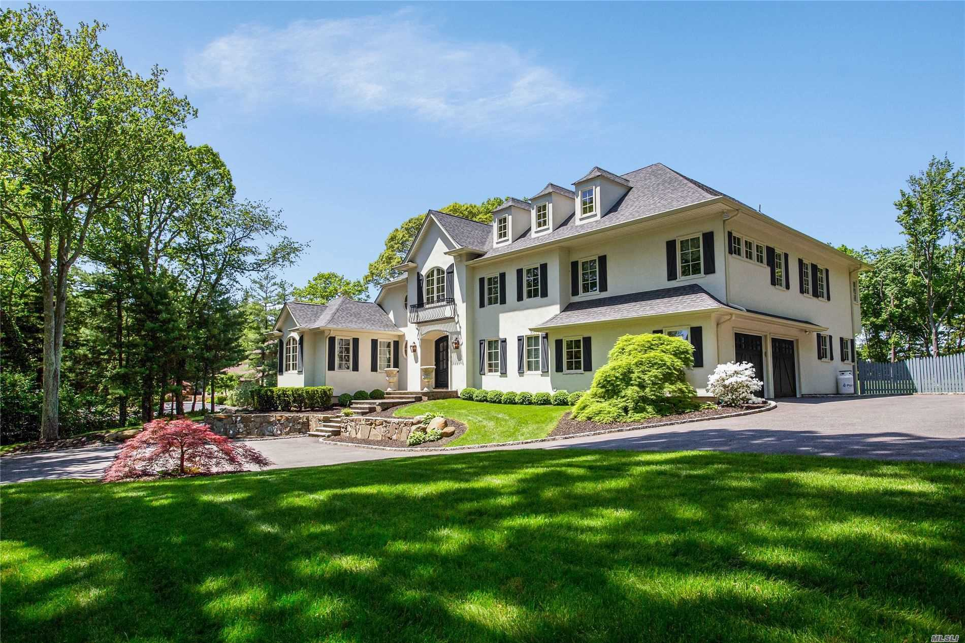 Residential For Sale in 31 Hilltop Dr, Melville, NY ,11747