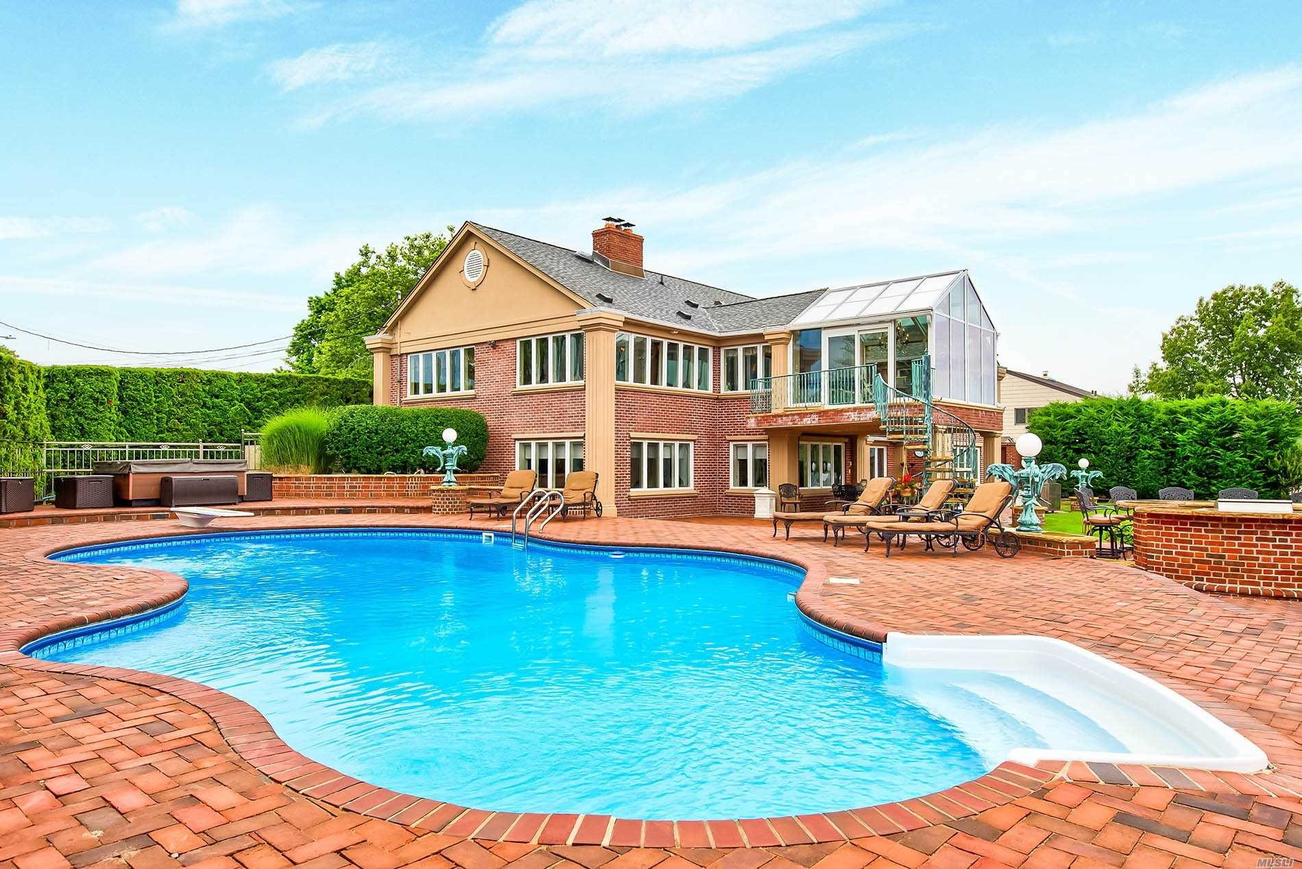 Residential For Sale in 121 Thornwood Rd, Massapequa Park, NY ,11762