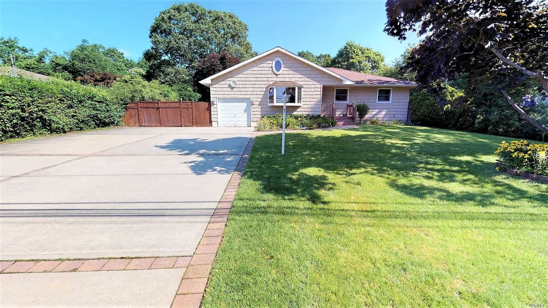 Residential For Sale in 97 Gates Ave, Central Islip, NY ,11722
