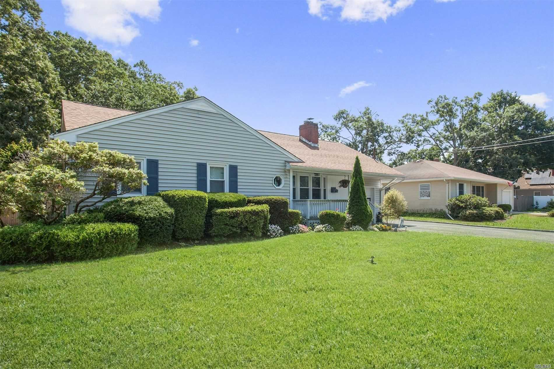 Residential For Sale in 115 Washington Ave, W. Sayville, NY ,11796