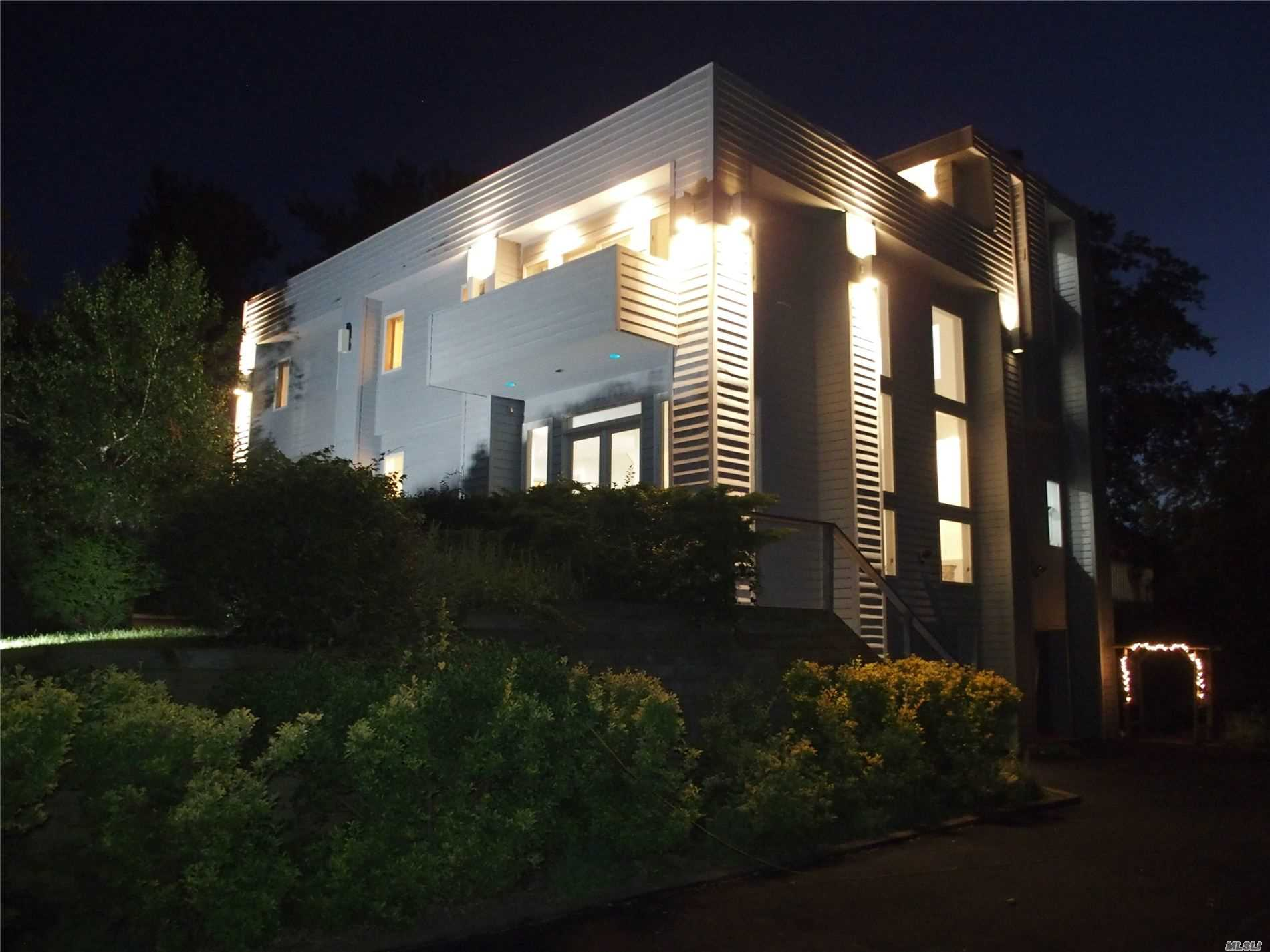 Residential For Sale in 36 Roosevelt Blvd, E. Patchogue, NY ,11772