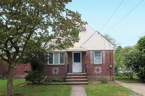 Residential For Sale in 22 Cherry Ln, Carle Place, NY ,11514