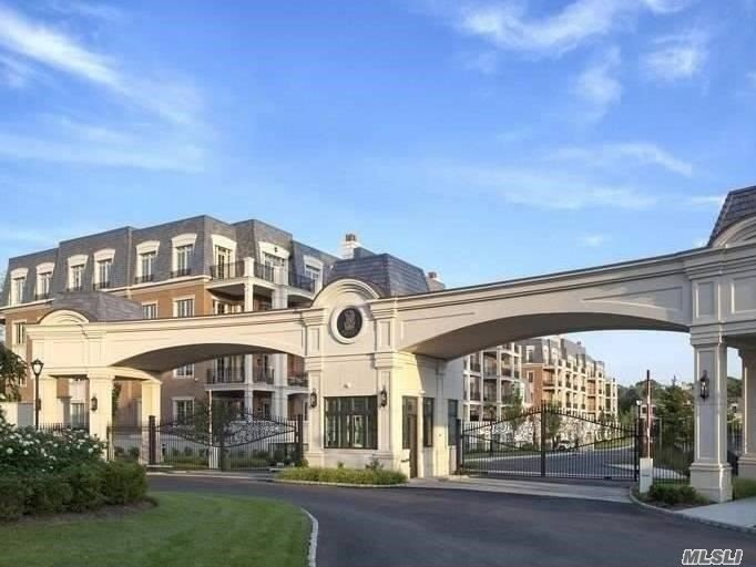 Condominium for sale in 1000 Royal Ct, North Hills, NY ,11040