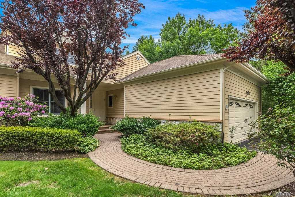 Condominium for sale in 408 Links Dr, North Hills, NY ,11576