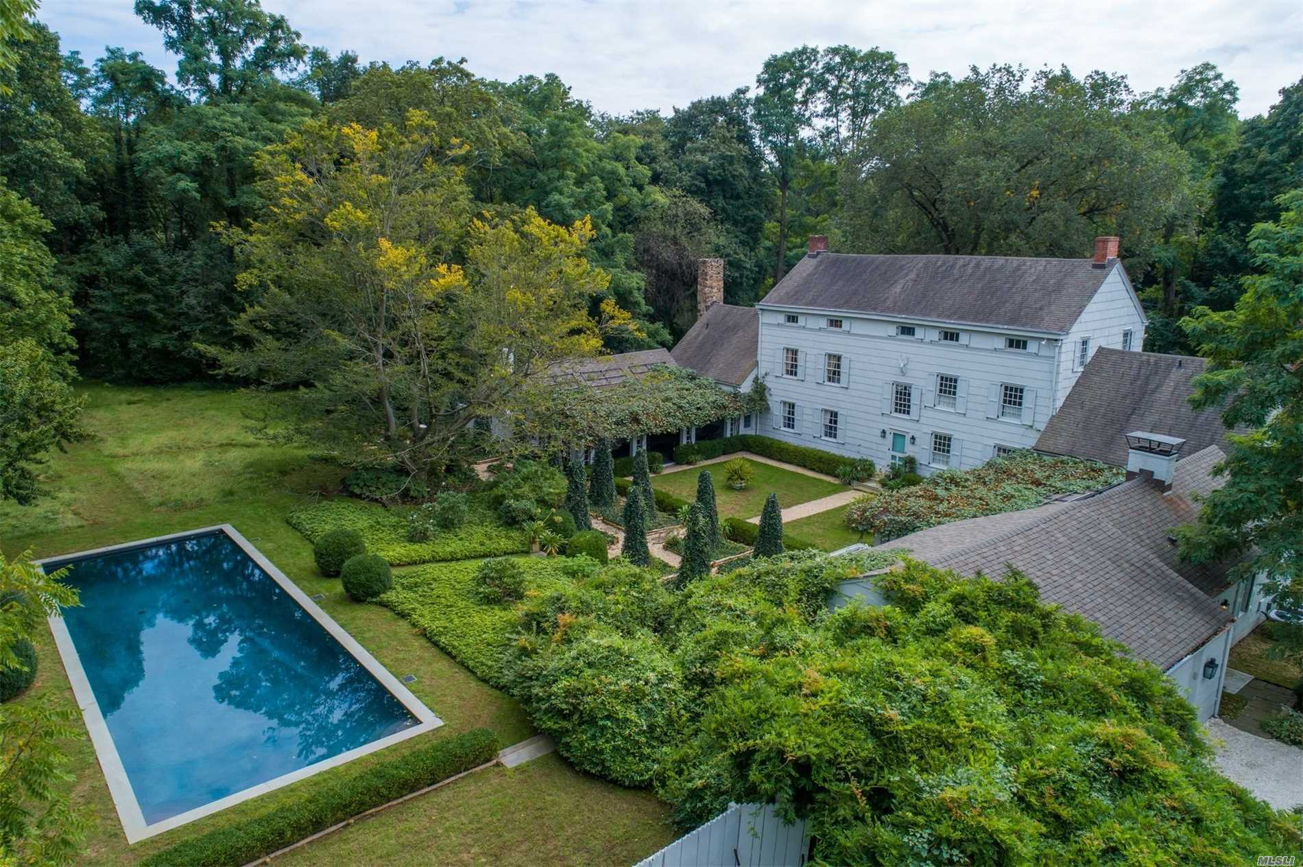 Residential For Sale in 34 Birch Hill Rd, Locust Valley, NY ,11560
